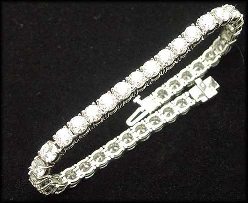 Tennis Bracelet in Platinum with Diamonds