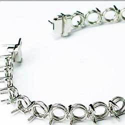 3 Prong Bracelet mounting in Platinum