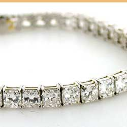 Princess cut diamond bracelet in Platinum